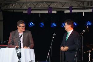 Bürgermeister Jörg Singer (l) mit Wirtschaftsminister Reinhard Meyer (r).